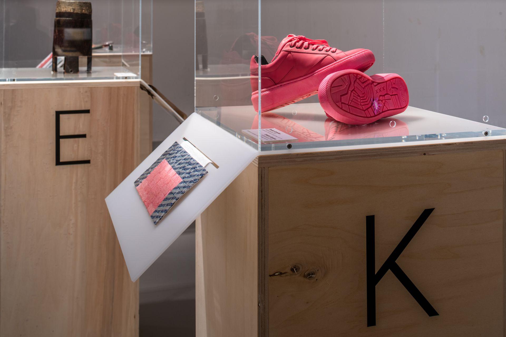 Sneaker mit Sohle aus recycelten Kaugummis, Gumshoe, Kooperation von I amsterdam x Explicit Wear x Gum-Tec, Niederlande, 2018