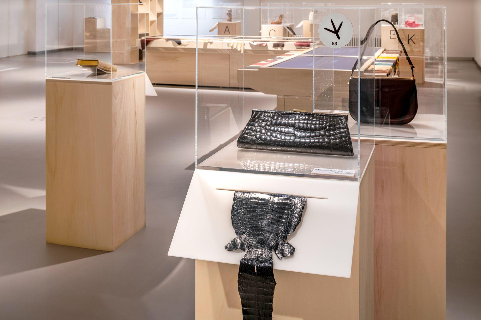 Hands-on station crocodile leather, Clutch bag, Goldpfeil, Offenbach/Main, 1960s