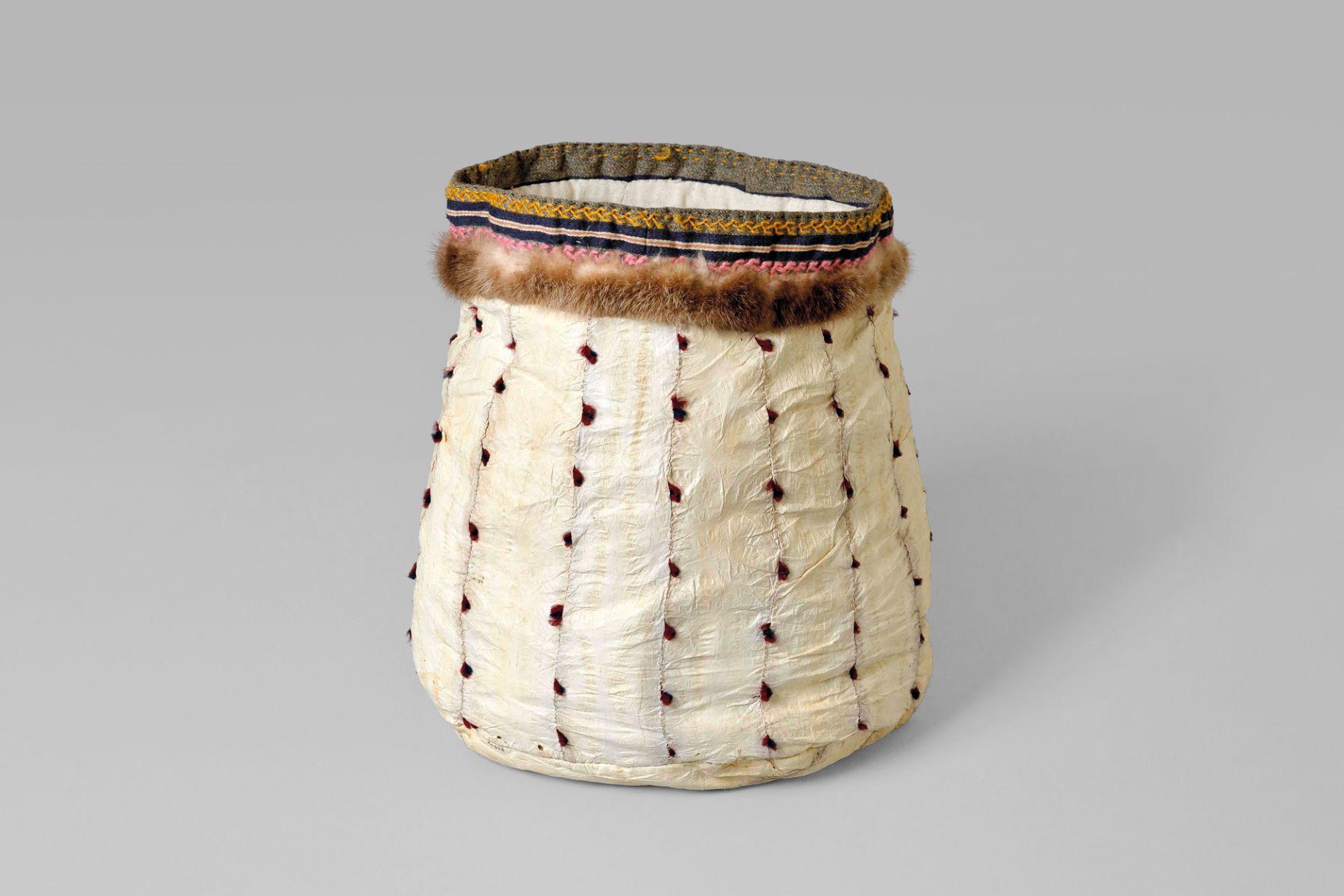 Nähbehälter aus Seehunddarm, Alaska, USA, um 1890
