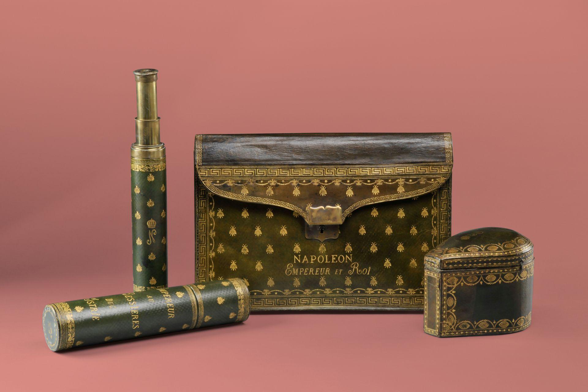 Aktentasche und Fernrohr mit Futteral von Napoleon I., Frankreich, um 1810 und Schmucketui von Kaiserin Joséphine, Frankreich, um 1805