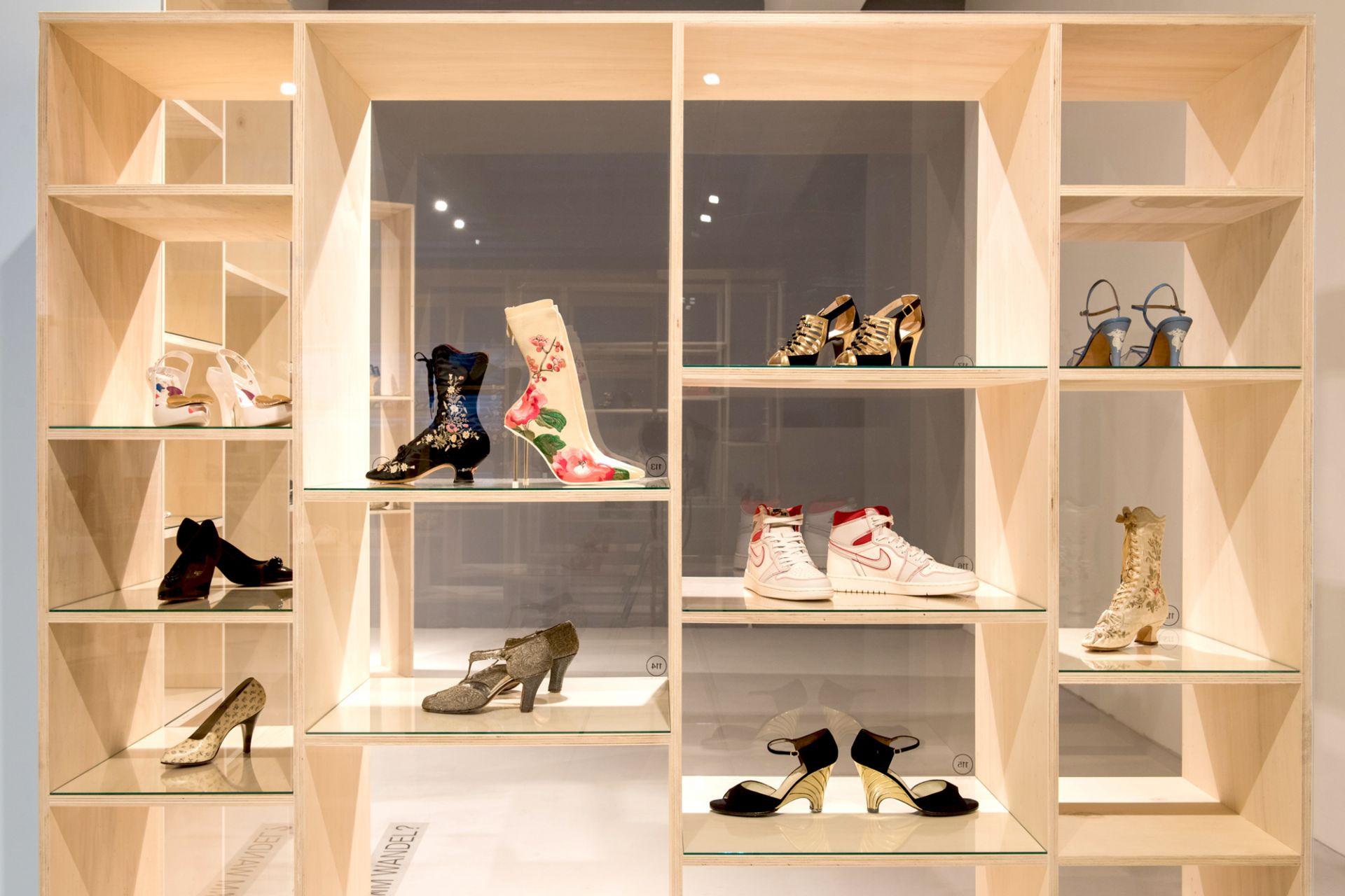 Ausstellungsansicht, Schuh.Design im Wandel?
