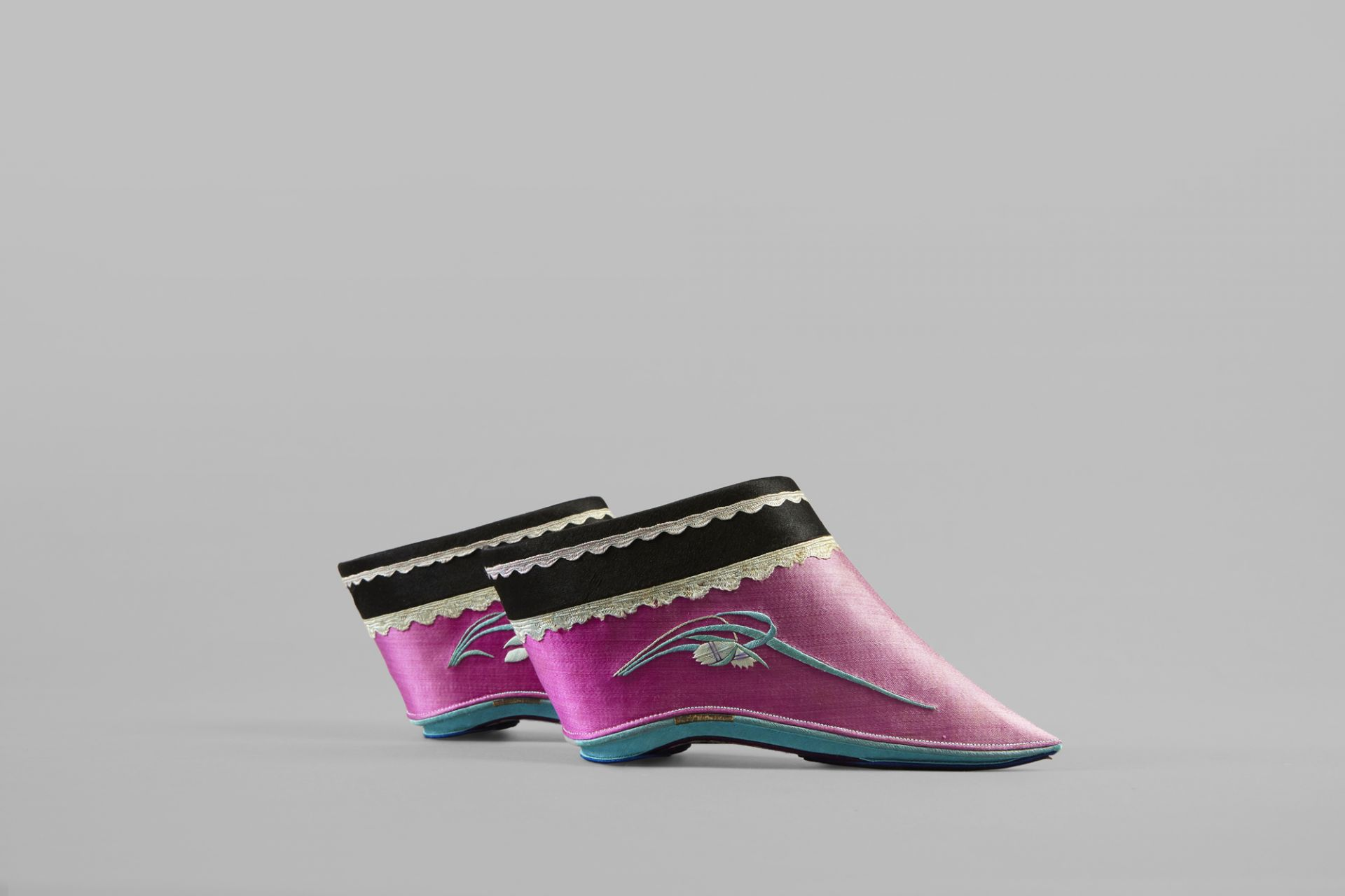 Gin Lien shoes, China, end of 19th / early 20th century