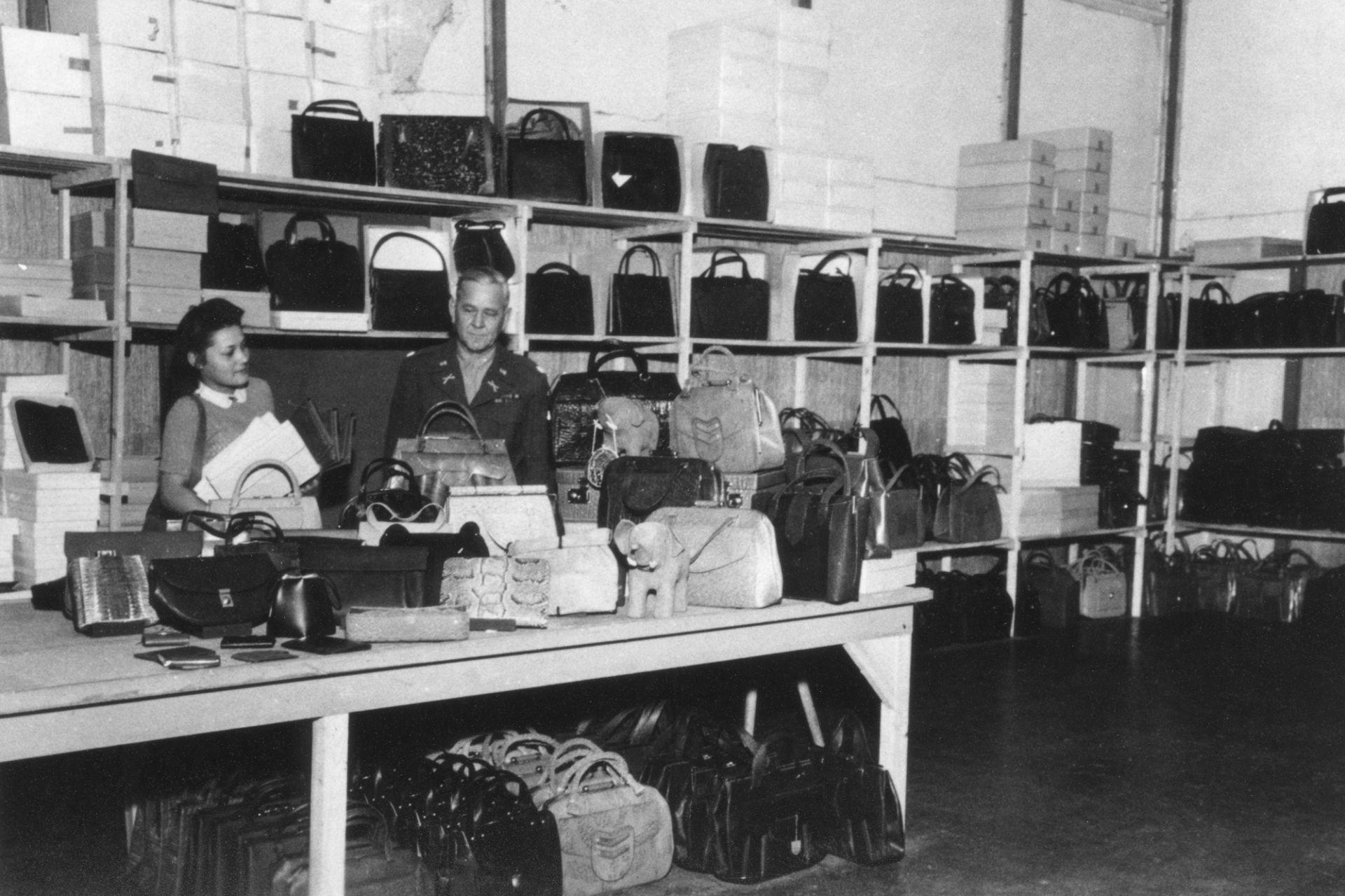 """""""Leathergoods Store"""" in den Räumen des DLM, 1946"""