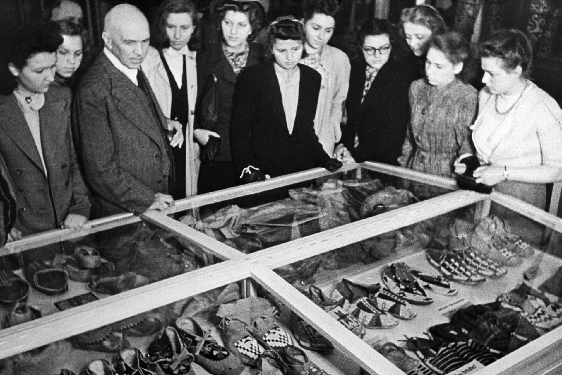 Museum tour with Hugo Eberhardt, around 1942