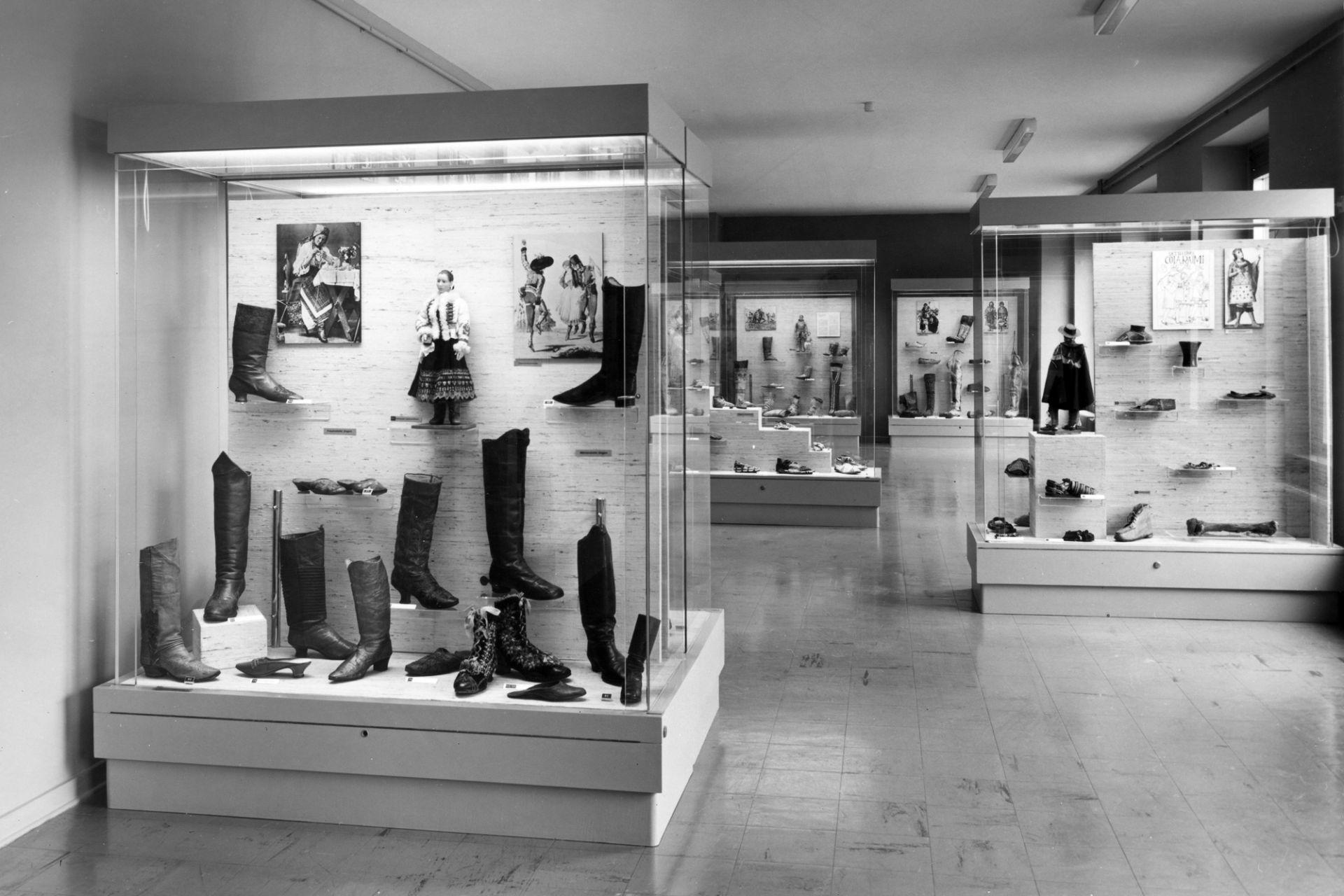 Sammlungspräsentation der Schuhe, 1981